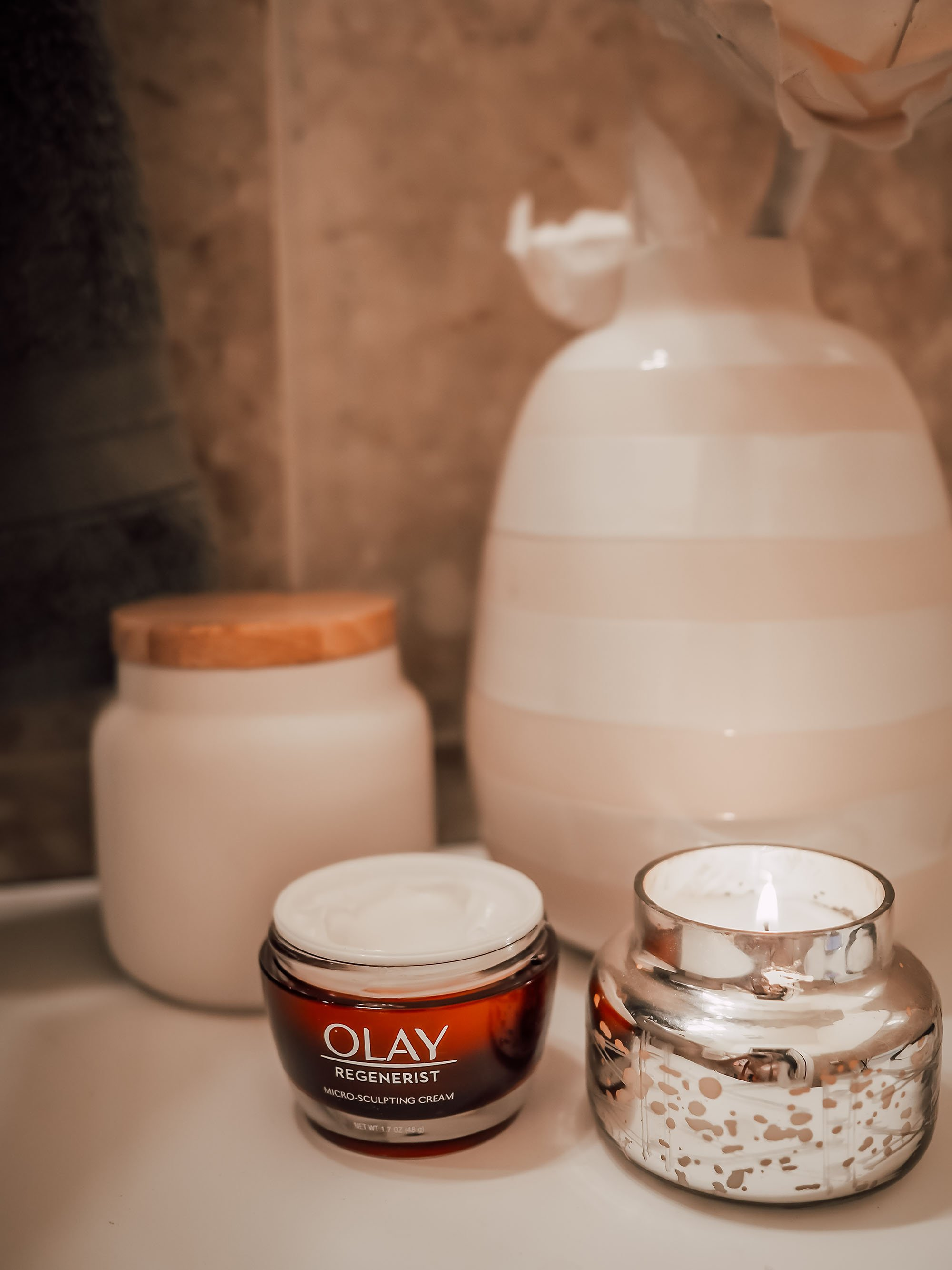 olay-red-jar