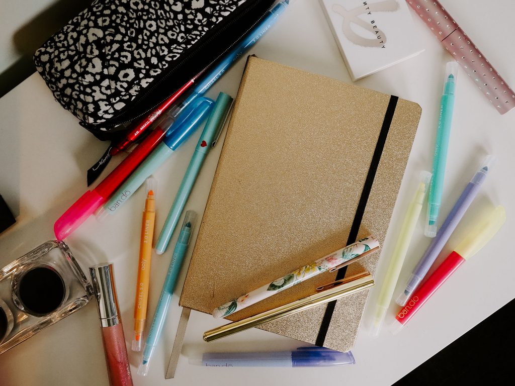 This bullet journal beginner guide tells you everything you need to know about how to set up a bullet journal for the first time!