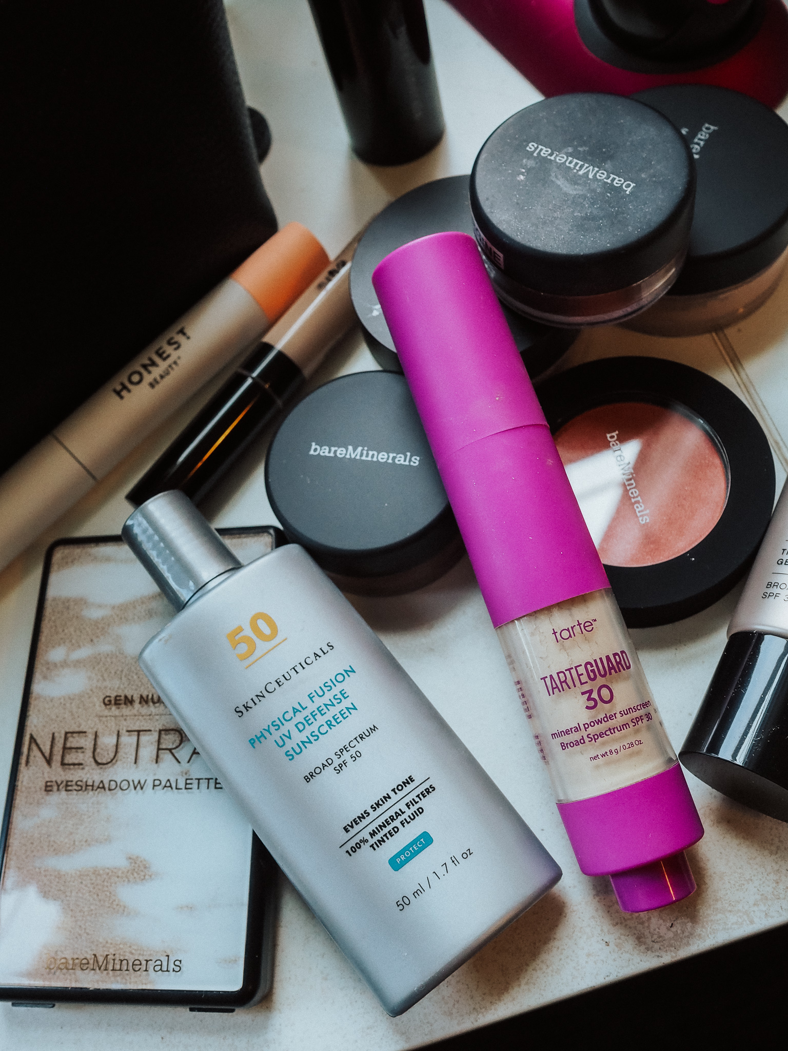 Find out the easiest daily SPF routine in this blog post by Kelsey of Blondes & Bagels. Learn how much SPF is right and how to reapply easily.