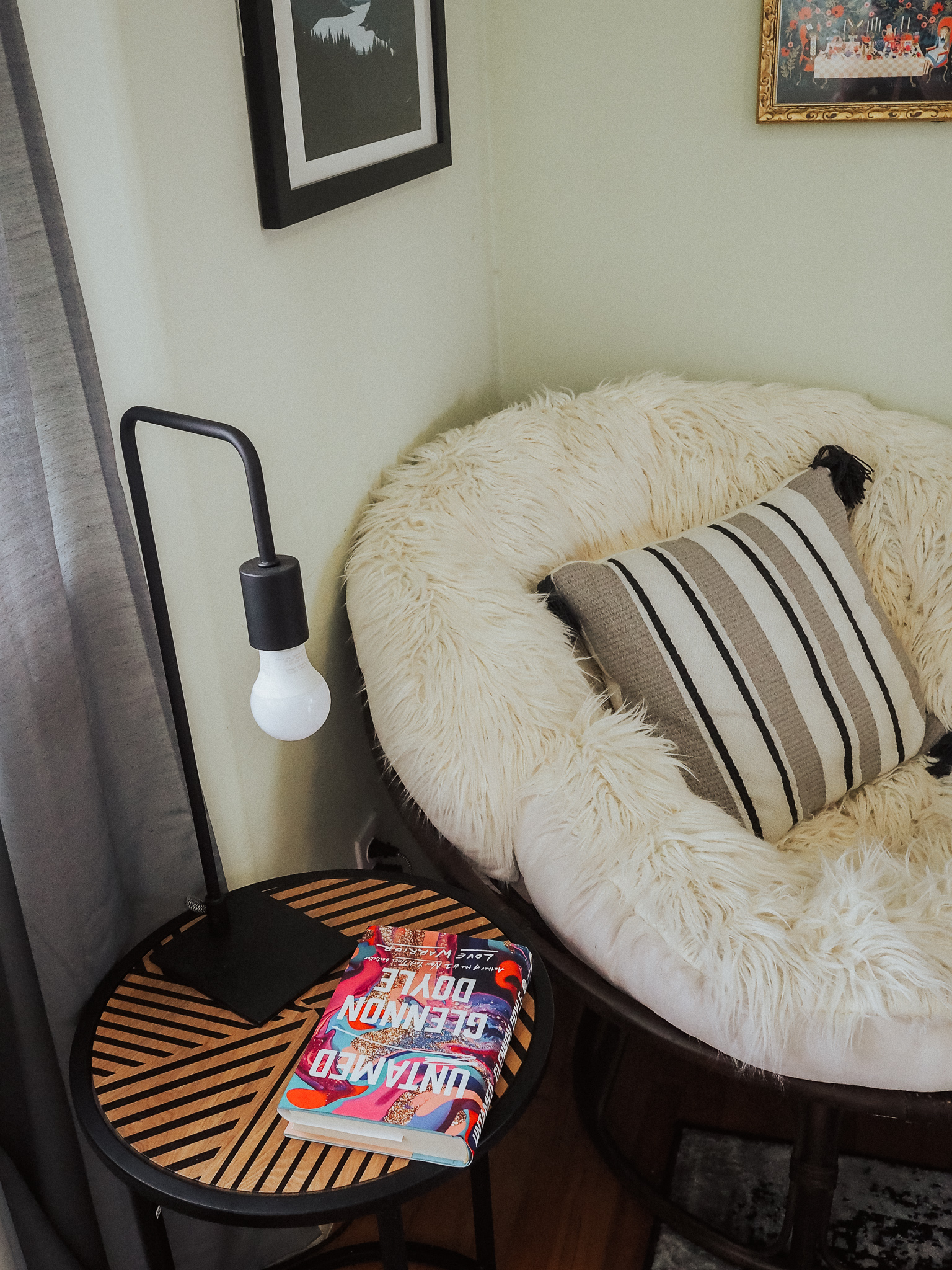 Looking for reading nook inspiration? Look no further. Kelsey from Blondes & Bagels shares her cozy reading corner in this handy how to blog post.