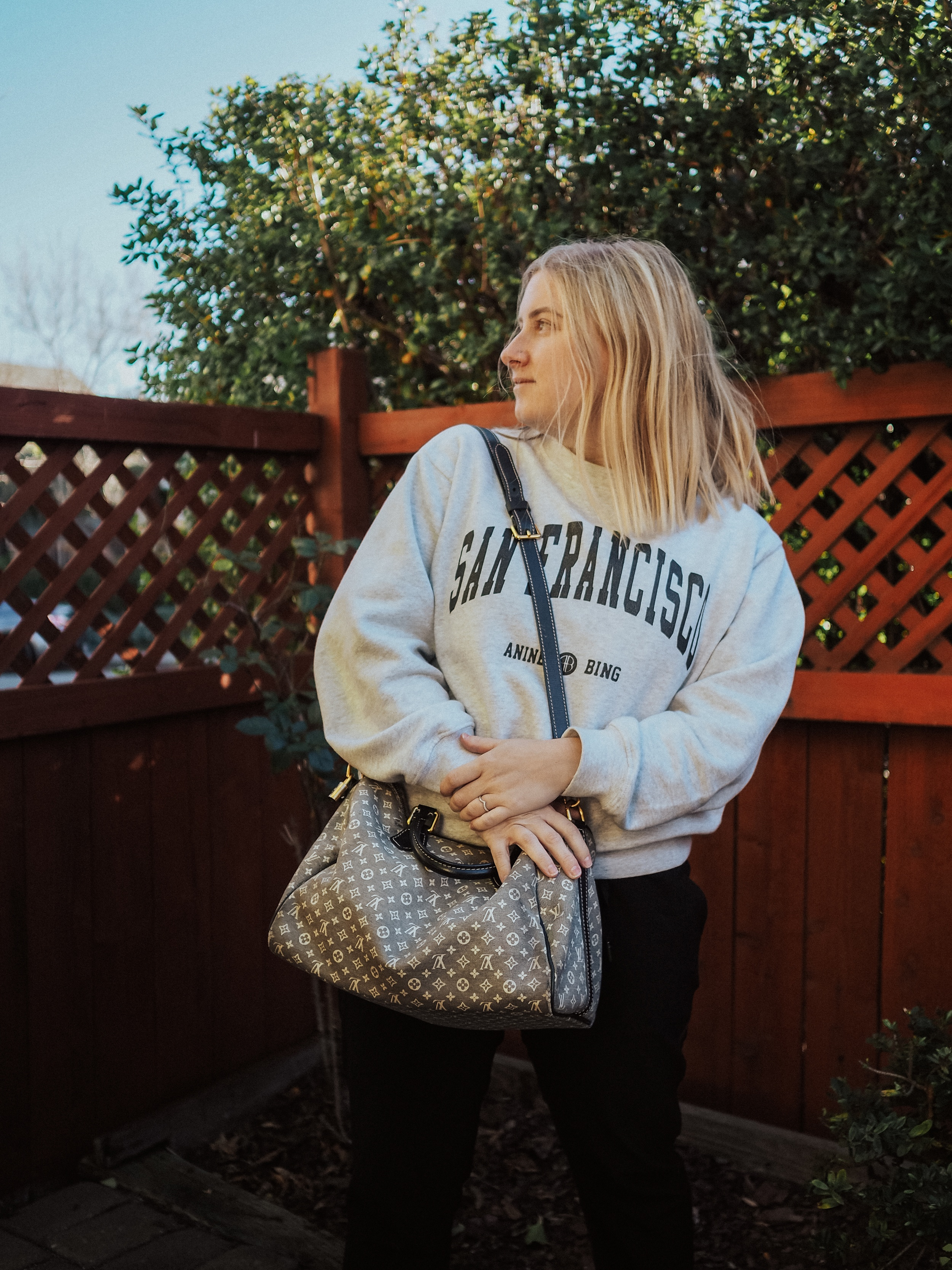 Curious if the Speedy Bandouliere 30 is actually worth it? Kelsey from Blondes and Bagels breaks down this Speedy B review.