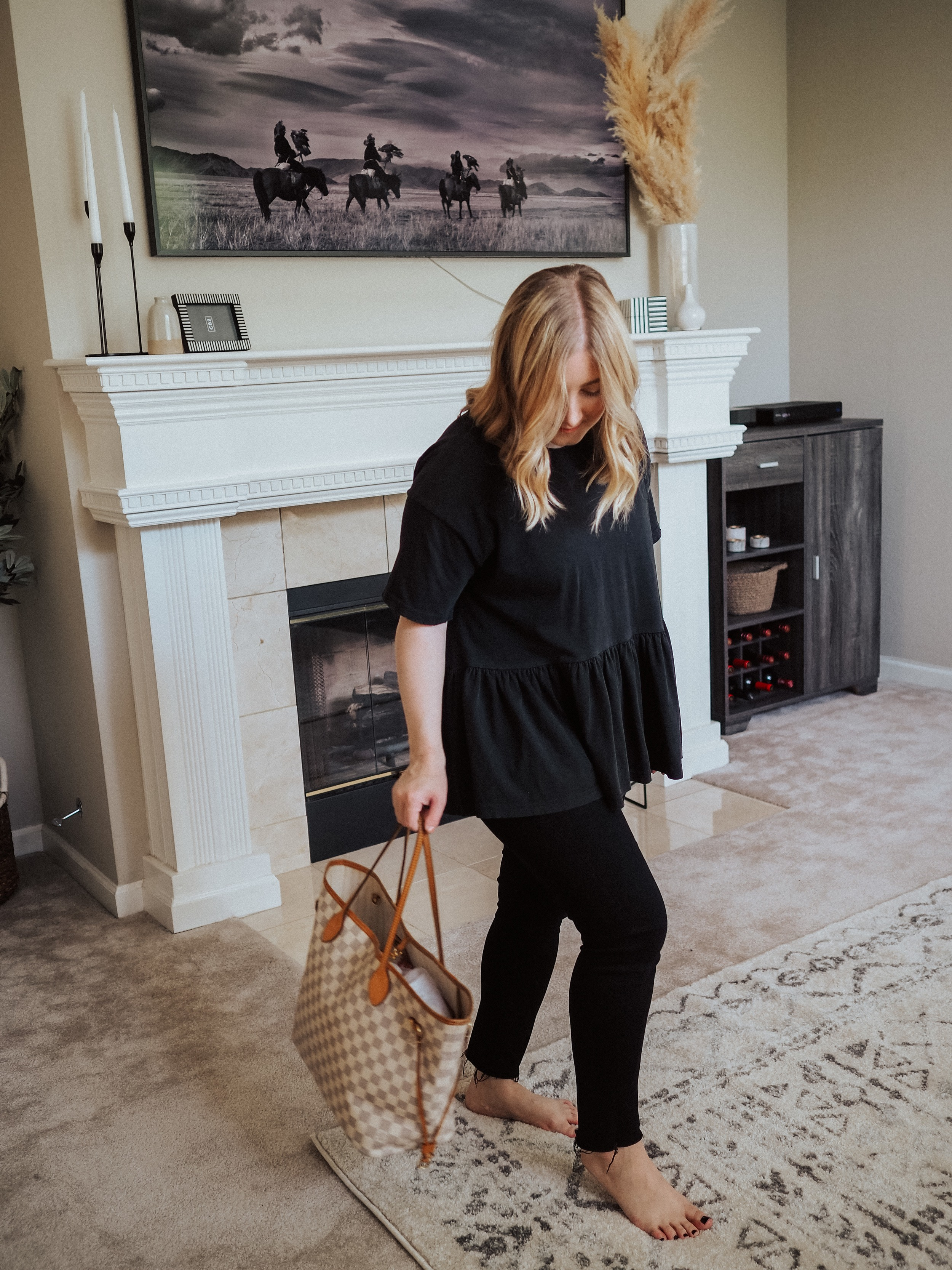 Kelsey from Blondes & Bagels reviews both the MM and GM sizes of the Louis Vuitton Neverfull. Find out if these designer bags are worth it.