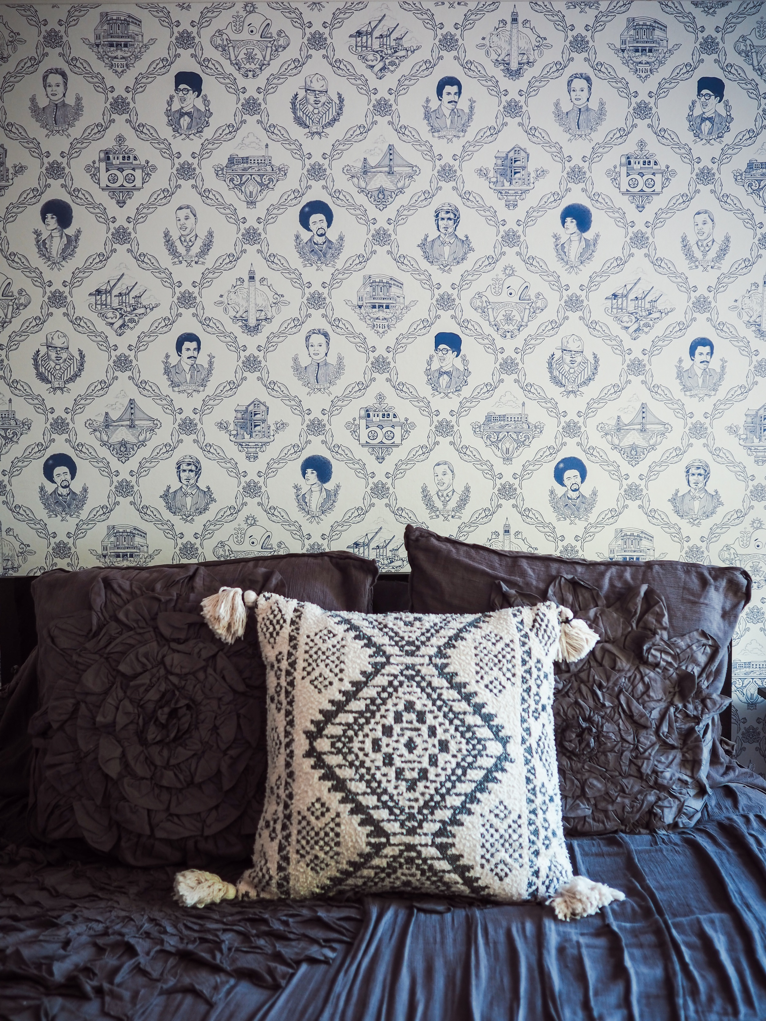 Find out how to choose the right wallpaper for your space plus pros and cons in this blog post by Kelsey of Blondes & Bagels.